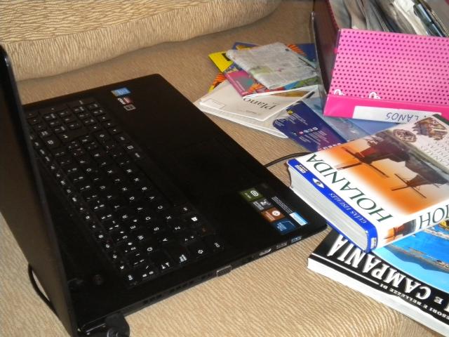 Internet, folletos turísticos, guías, planos... para planificar mis viajes