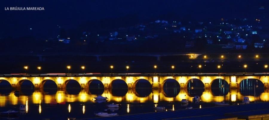 Vista nocturna de Pontedeume (A Coruña)